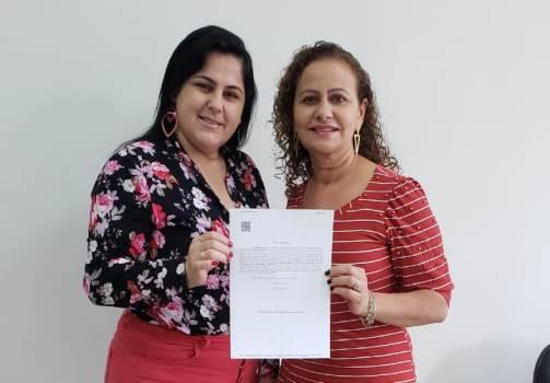 ISintap/MT presta homenagem à servidora Maria Lúcia de Oliveira Mendes pela aposentadoria