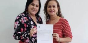 Sintap/MT presta homenagem à servidora Maria Lúcia de Oliveira Mendes pela aposentadoria